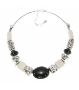 Zwarte met witte halsketting