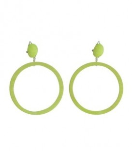 Lichtgroene oorclips met ronde houten hanger
