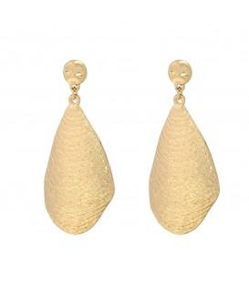 Goudkleurige oorbellen met een imitatie schelp en een glanzende vergulde laag op de rand
