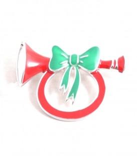 Rode metalen broche in de vorm van een trompet