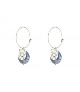 Zilverkleurige oorringen met een leeuwenkop en een blauwe natuursteen