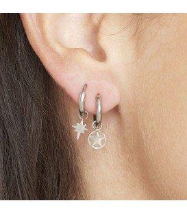 goudkleurige oorbellen met als hanger een ster omringt door een cirkel