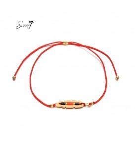 rode elastische armband met goudkleurige detail met kleine kraaltjes