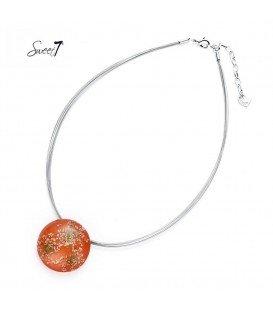 zilverkleurige ketting met ronde oranje bedel