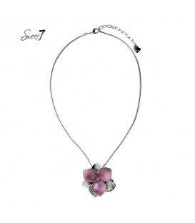zilverkleurige dunne ketting met grote roze bloem