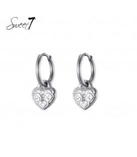 zilverkleurige oorringen met een slotje in de vorm van een hart