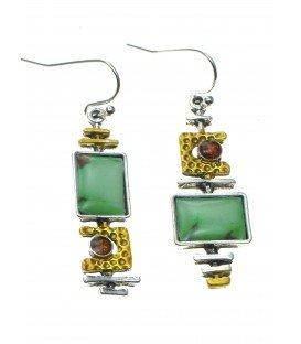 vrolijke groen met goudkleurige oorhangers